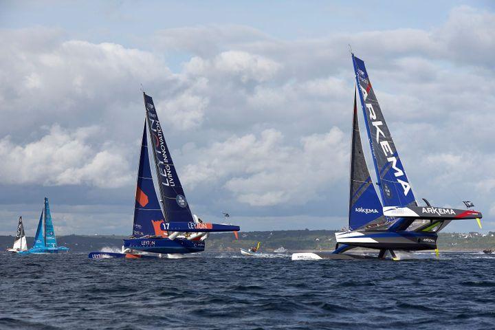 Duel en tête entre Arkéma (à droite) et Leyton (à gauche). (Jacques Vapillon / Pro Sailing Tour)