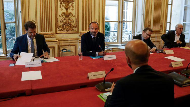 Édouard Philippe et Christophe Castaner, lors d'une réunion à Matignon sur l'organisation du second tour des municipales, le 20 mai 2020. (THOMAS COEX / POOL)