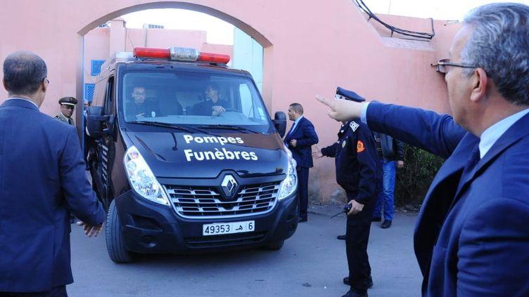 Un corbillard transportant les corps de deux touristes scandinaves assassinées quittent une morgue à Marrakech (Maroc), le 20 décembre 2018. (AFP)