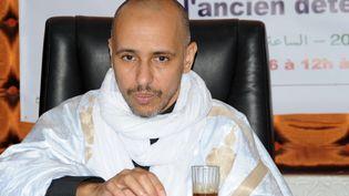 Ancienprisonnier de Guantanamo,Mohamedou Ould Slahi donne une conférence de presse à Nouackchott, en Mauritanie, le 22 octobre 2016. Il a pardonné à ses bourreaux qui l'ont torturé et détenu pendant 14 ans. Il est rentré chez lui en Mauritanie, le 17 octobre 2016. (STRINGER / AFP)