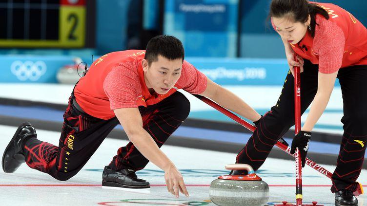 9 février 2018. Jeux olympiques d'hiver de Pyeongchang en Corée du Sud. Les chinois Ba Dexin et Wang Rui lors de l'épreuve de double mixte de curling (MAXPPP)