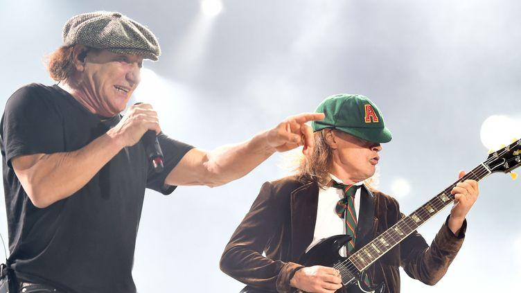 Brian Johnson et Angus Young de AC/DC à Los Angeles en septembre 2015.  (Kevin Winter / Getty Images North America / AFP)