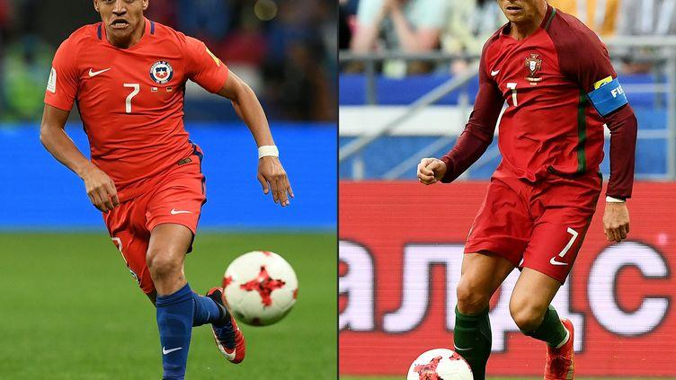 Le Chilien Alexis Sanchez (à gauche) face au Portugais Cristiano Ronaldo (à droite). (FRANCK FIFE / AFP)