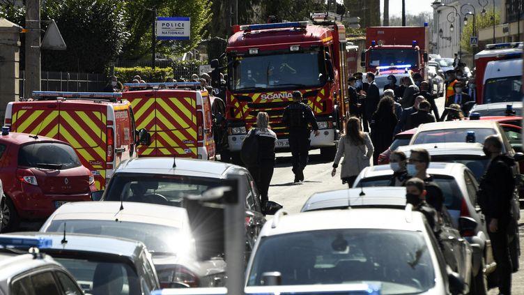 L'assaillant a été tué par les tirs d'un policier, après son attaque au couteau vendredi 23 avril à Rambouillet. (BERTRAND GUAY / AFP)
