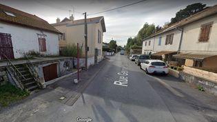 Capture d'écran de la rue Lassalle, partagée entre les Landes et les Pyrénées-Atlantiques, et soumise à différentes règles sanitaires anti-Covid-19 en fonction du numéro. (GOOGLE STREET VIEW)