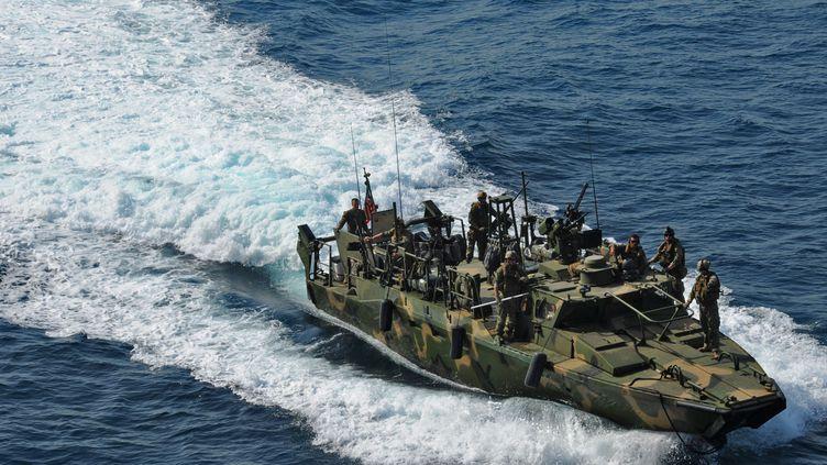 C'est ce type d'embarcation de l'US Navy qui a été arraisonné par les autorités iraniennes, le 12 janvier 2016. (US NAVY / AFP)