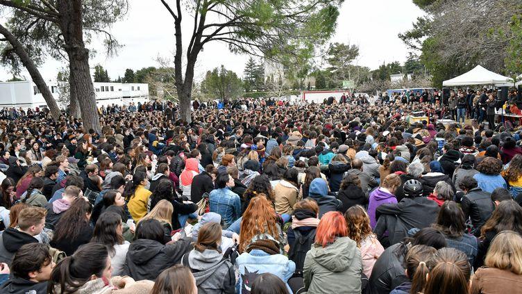 Des étudiants organisent une assemblée générale à la faculté de lettres Paul-Valéry de Montpellier (Hérault), le 27 mars 2018. (MAXPPP)