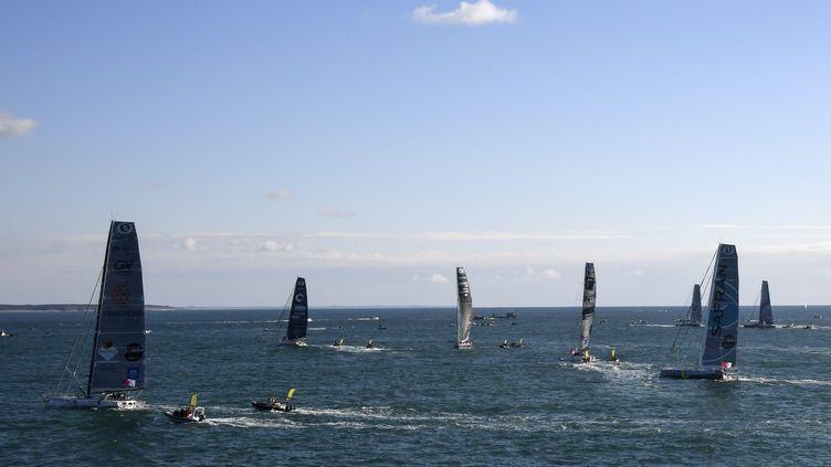 Les concurrents du Vendée Globe se dirigent vers la ligne de départ, le 6 novembre 2016, au large des Sables d'Olonne (Vendée). (DAMIEN MEYER / AFP)