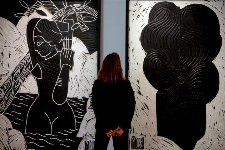 Marco del Re, Naïade, 2006, plâtre gravé, 205x136,5 cm, Courtesy Galerie Maeght.Marco del Re, Chevelure II, 2006, plâtre gravé, 205x136,5 cm, Courtesy Galerie Maeght. (BELLOUMI / MAXPPP)