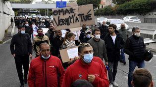 Des patrons de bars et des restaurateurs manifestent, à Marseille, le 28 septembre 2020. (NICOLAS TUCAT / AFP)