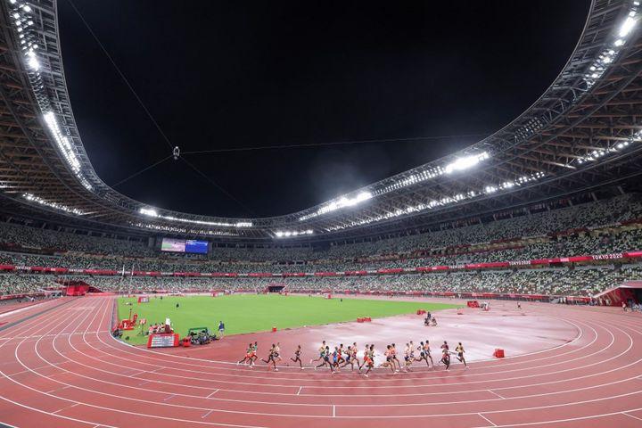 L'épreuve du 10 000m dans le stade olympique de Tokyo, le 30 juillet (GIUSEPPE CACACE / AFP)
