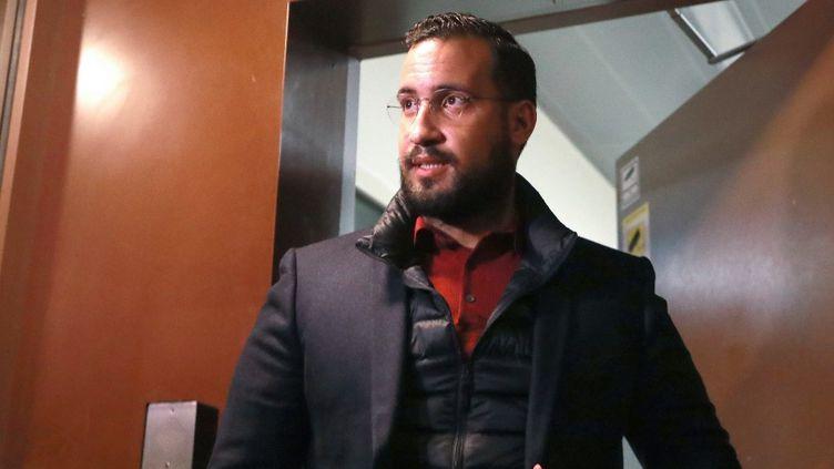 L'ancien chargé de mission à l'Elysée, Alexandre Benalla, quitte la prison de la Santé (Paris) où il était en détention provisoire, le 26 février 2019 (JACQUES DEMARTHON)