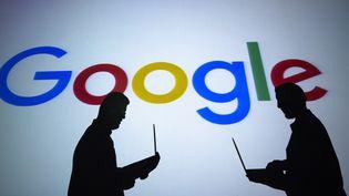 Le logo de Google apparaît à Ankara (Turquie) à l'occasion des 20 ans de la compagnie, le 4 septembre 2018. (AYTAC UNAL / ANADOLU AGENCY / AFP)