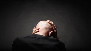 Des chercheurs ont fait repousser des cheveux en cultivant en laboratoire des cellules humaines du derme papillaire, indique une étude britannique publiée le 21 octobre 2013. (GARY JOHN NORMAN / DIGITAL VISION / GETTY IMAGES)