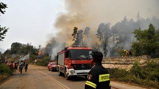 La Grèce ravagée par des incendies, le 5 août 2021. (LOUISA GOULIAMAKI / AFP)