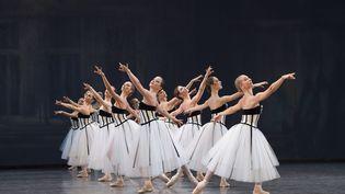 Costumes de Karl Largerfeld pour Brahms - Schönberg Quartet, chorégraphie de George Balanchine. Opéra national de Paris, 2016. (LAURENT PHILIPPE / DIVERGENCE)