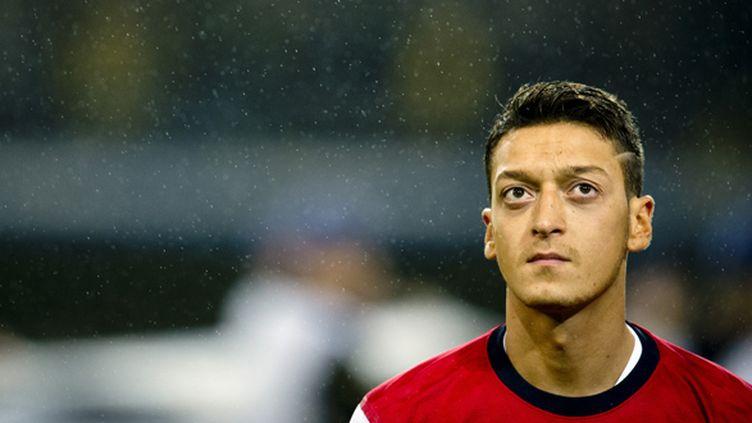 Sous les couleurs d'Arsenal, Mesut Özil n'est que l'ombre de lui-même.  (ODD ANDERSEN / AFP)