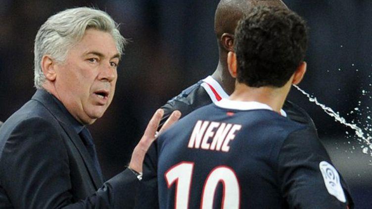 Nene en discussion avec Carlo Ancelotti