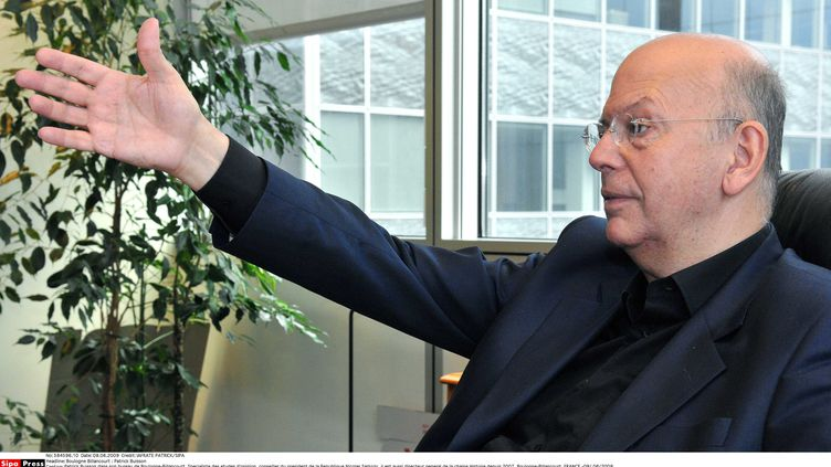 Patrick Buisson, directeur général de la chaîne Histoire,dans son bureau de Boulogne-Billancourt (Hauts-de-Seine), le 9 juin 2009. (PATRICK IAFRATE / SIPA)