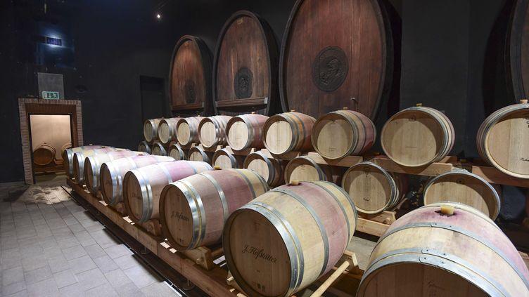 Des tonneaux de vin (illustration). (MIGUEL MEDINA / AFP)