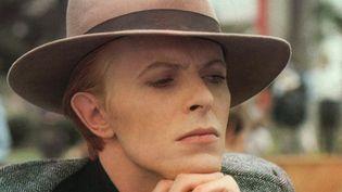 """David Bowie en 1976 dans """"L'Homme qui venait d'ailleurs"""" de Nicolas Roeg.  (KOBAL / THE PICTURE DESK)"""