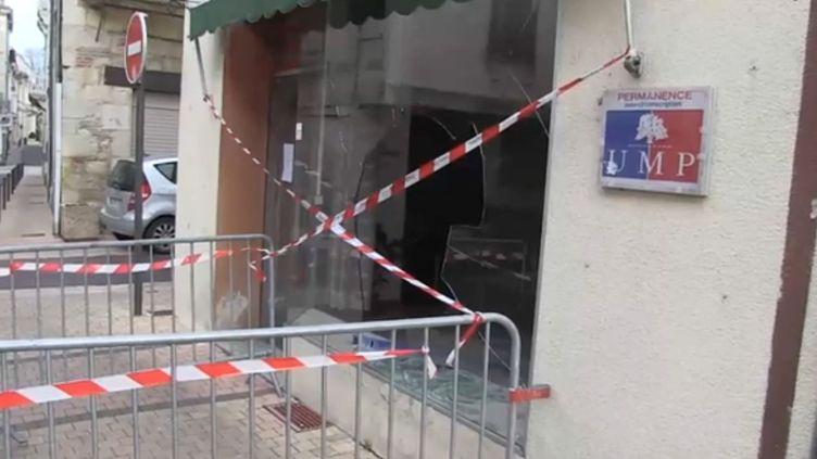 """Capture d'écran d'une vidéo du site de """"Sud-Ouest"""" montrant le local UMP de Villeneuve-sur-Lot (Lot-et-Garonne) vandalisé le 11 février 2014. (SUD OUEST / FRANCETV INFO)"""