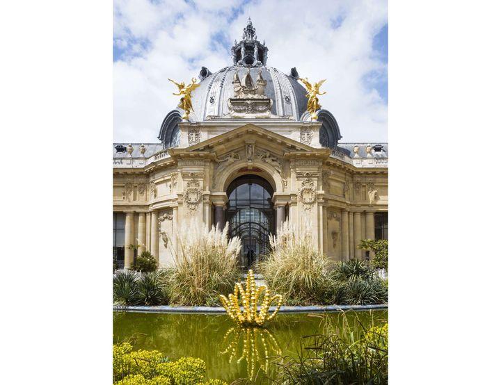 "Jean-Michel Othoniel, ""Gold Lotus"", 2019. Photo Claire Dorn. Courtesy of the Artist & Perrotin (© Jean-Michel Othoniel Adagp, Paris, 2021)"