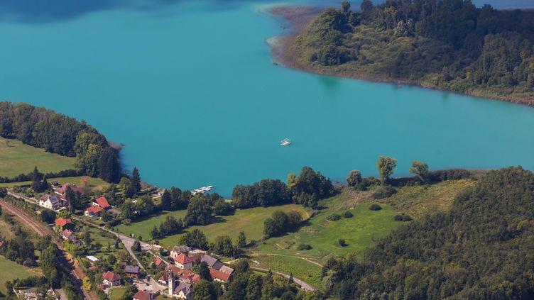 Le lac d'Aiguebelette, en Savoie, le 2 septembre 2020. (MAXPPP)