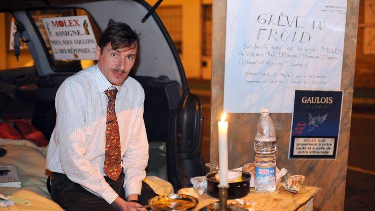 Rémy Daillet-Wiedemann,devant l'usine Molex de Villemur-sur-Tarn (Haute-Garonne), dans la nuit du 2 au 3 février 2009 Photo d'illustration. (REMY GABALDA / MAXPPP)