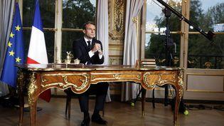 Emmanuel Macron, le 16 avril 2019 avant une intervention télévisuelle enregistrée depuis le palais de l'Elysée. (YOAN VALAT / AFP)