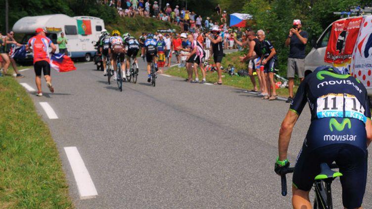 Alejandro Valverde lâché dans l'ascension vers Hautacam