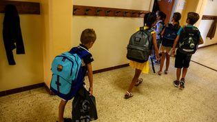 Entrée en classe d'élèves(illustration). (CHRISTOPHE SIMON / AFP)