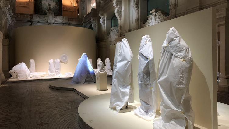 Le Musée des arts décoratifs de Paris a recouvert ses oeuvres durant le deuxième confinement pour les protéger. (BASTIEN MUNCH / RADIO FRANCE)