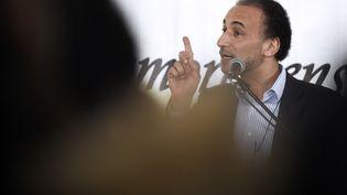 L'islamologue suisse Tariq Ramadna, le 6 avril 2015, lors d'une conférence au Bourget (Seine-Saint-Denis). (LOIC VENANCE / AFP)