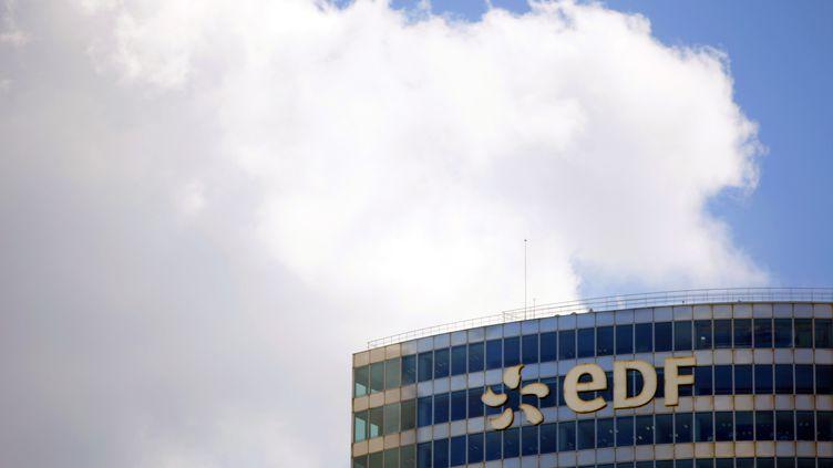 Un immeuble d'EDF, le 30 avril 2009 dans le quartier de la Défense, près de Paris. (CHARLES PLATIAU / REUTERS)