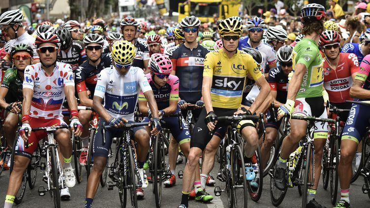 Les coureurs au départ de la 14e étape du Tour de France (ERIC FEFERBERG / AFP)