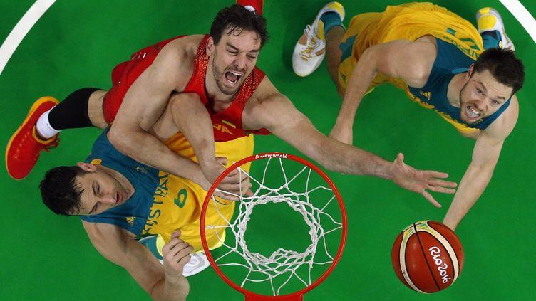 Les Espagnols de Pau Gasol ont dû se battre jusqu'au bout pour remporter la médaille de bronze face aux Australiens. (JIM YOUNG / POOL)