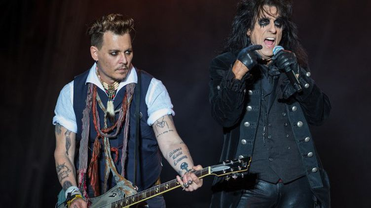 Johnny Depp et Alice Cooper, des Hollywwod Vampitres, sur scène à Herborn (Allemagne)en mai 2016  (Andreas Arnold / DPA)