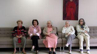 Dans une maison de retraite, le 13 janvier 2012, à Antibes (Alpes-Maritimes). (VALERY HACHE / AFP)