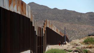 Un morceau du mur à Ciudad Juarez, au Mexique, le 23 mai 2017. (HERIKA MARTINEZ / AFP)