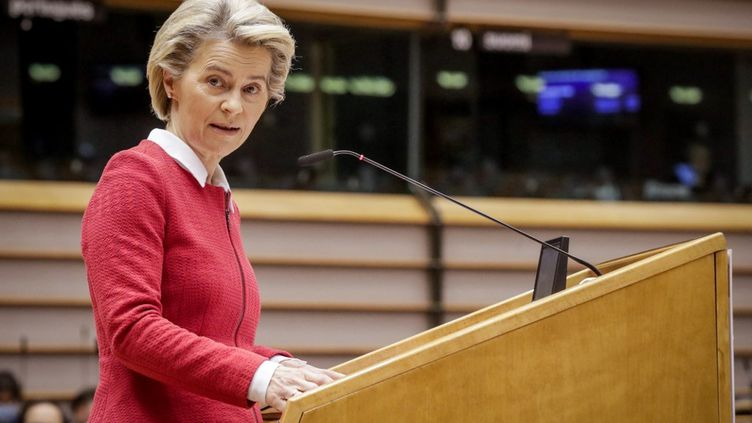 La présidentede la Commission européenne,Ursula von der Leyen, à Bruxelles (Belgique), le 27 avril 2021. (OLIVIER HOSLET / POOL / AFP)