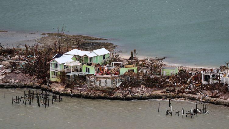 Photographie du ministère de la Défense britanniqueprise le 4 septembre2019 montrant les destructions sur l'île de Great Abaco (Bahamas) après le passage de l'ouragan Dorian. (LPHOTO PAUL HALLIWELL / MOD)