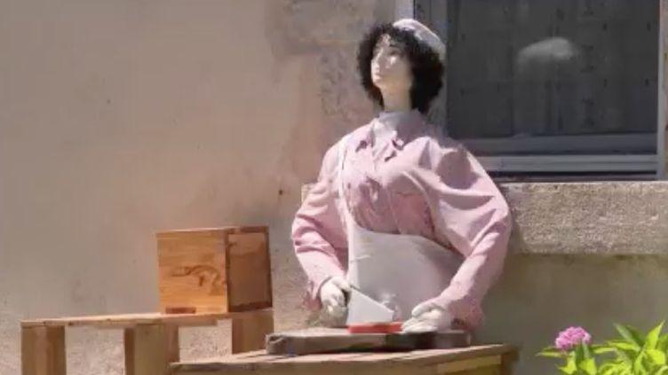 On les croise dans les Pyrénées, les Mounaques, des poupées grandeur nature qu'il est possible d'admirer en Aveyron. (FRANCE 3)