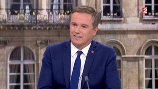Nicolas Dupont-Aignan sur le plateau du journal de 20 heures de France 2, le 28 avril 2017 (FRANCE 2)