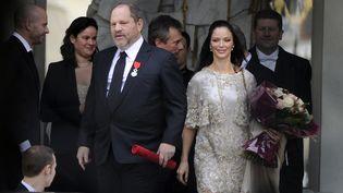 Harvey Weinstein, en compagnie de son épouse, quitte le palais de l'Elysée après avoir reçu la Légion d'honneur, le 7 mars 2012. (ERIC FEFERBERG / AFP)