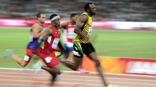 Le jamaïcainUsain Bolt cours lors du 100 m masculinaux championnats du monde d'Athlétisme à Pékin(Chine), le22 août 2015. (MICHAEL KAPPELER / DPA)