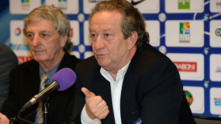 Jean-Pierre Louvel, le président du HAC (au centre), a enfin trouvé un repreneur pour son club.