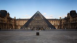 Le Louvre et sa pyramide, le 25 mai 2020 (MARTIN NODA / HANS LUCAS / AFP)