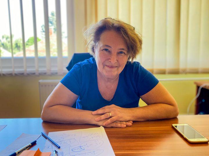 Klára, le 6 juillet 2021, dans son bureau à Budapest. (MATHILDE GOUPIL / FRANCEINFO)
