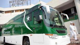 """Le 1er """"bus tribunal"""" à Peshawar. Pakistan. 27 août 2013 (AFP/ Guillaume Lavallée)"""